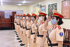 Ra mắt đội hình nữ CSGT dẫn đoàn chính khách ở TP.HCM