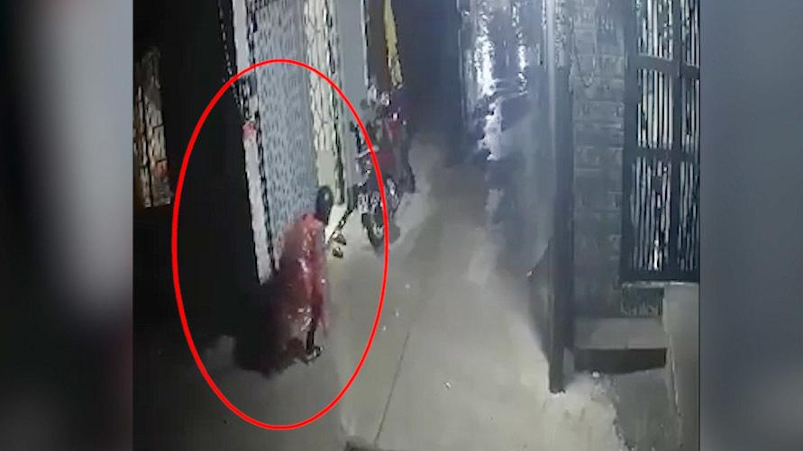 Clip cha bảo vệ con trong vụ nổ, trộm rình xe SH nóng nhất MXH tuần qua