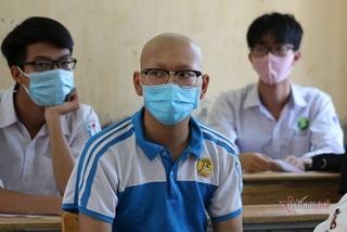 Vừa truyền xong hóa chất, nam sinh mắc ung thư đi thi tốt nghiệp THPT