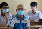 Vừa truyền xong hóa chất, nam sinh mắc ung thư xin mẹ đến trường thi