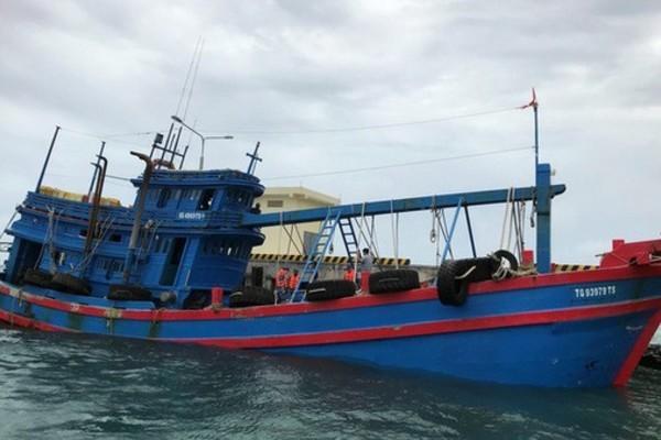 Bộ tư lệnh Vùng Cảnh sát biển 3 phát hiện tàu chở 100.000 lít dầu DO không nguồn gốc