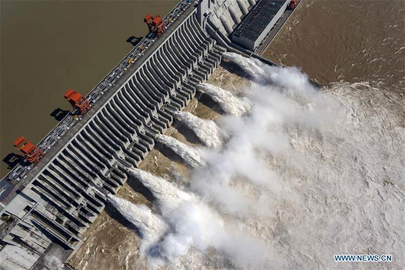Hình ảnh loạt thành phố Trung Quốc ngập trong lũ, đập Tam Hiệp mở 6 cửa xả