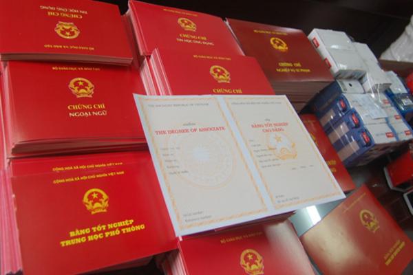Vừa thi xong tốt nghiệp THPT, Phó Chủ tịch xã ở Phú Quốc bị cách chức