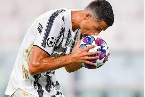 Ronaldo quyết định tương lai, Juventus trấn an CĐV