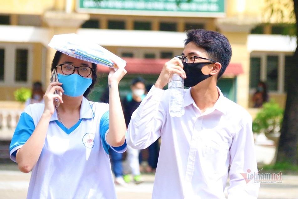 13 thí sinh bị đình chỉ trong ngày thi đầu tiên