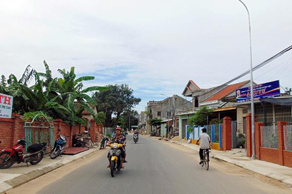 Người dân thị trấn Nam Phước tự nguyện hiến đất mở đường