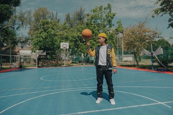 Gây bão ở Rap Việt, Ricky Star đội Binz tung MV tình đầu ngọt ngào