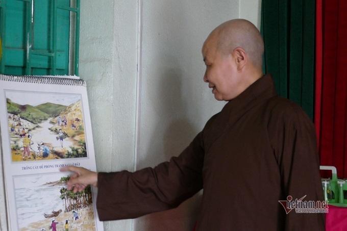 Cậu bé bụi đời thành thạc sĩ nhờ lời hứa 'ngược đời' của ni sư