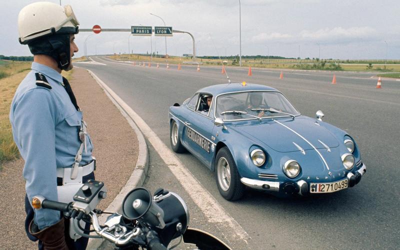 Những chiếc xe cảnh sát thú vị nhất thế giới ở châu Âu