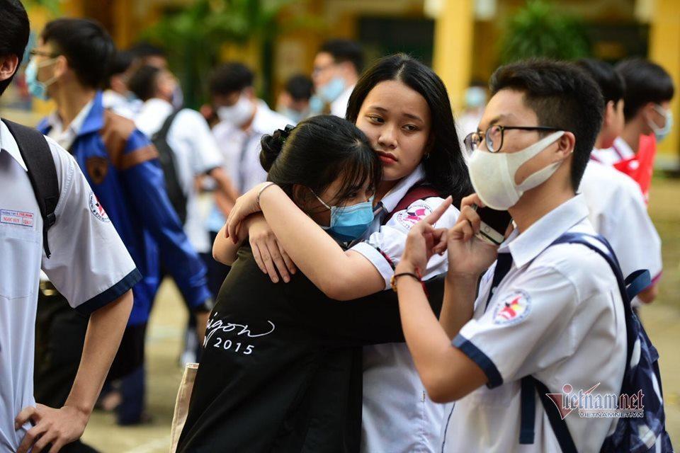 Sĩ tử vui - buồn sau buổi thi cuối cùng