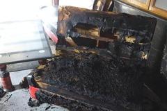 Người mẹ khóa trái cửa tẩm xăng đốt ba người con đã tử vong
