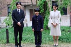 """Cậu bé """"phép màu"""" nắm giữ tương lai Hoàng gia Nhật"""