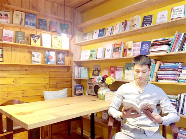 'Happy library' brings books to Hung Yen residents