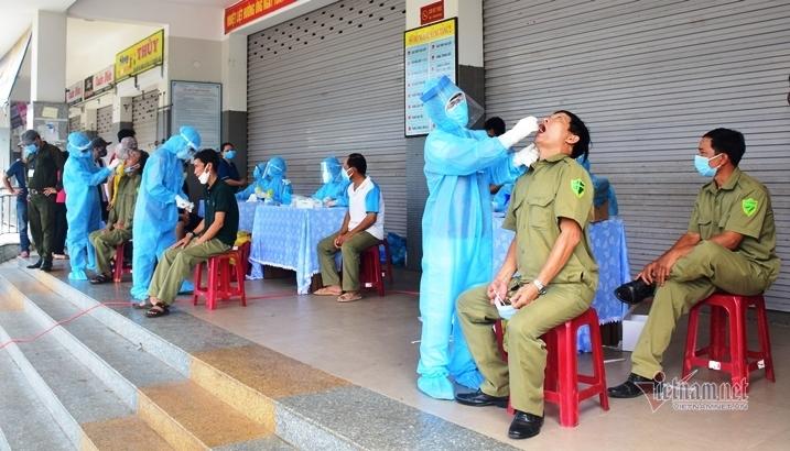 Sau phong tỏa, Quảng Nam gấp rút lấy mẫu xét nghiệm Covid-19 hàng trăm người
