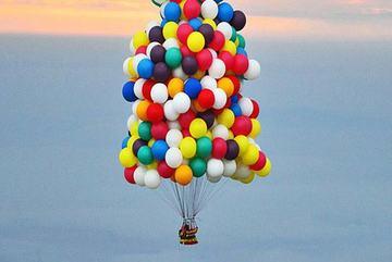 Vượt đại dương, xuyên mây núi bằng hàng trăm quả bóng bay