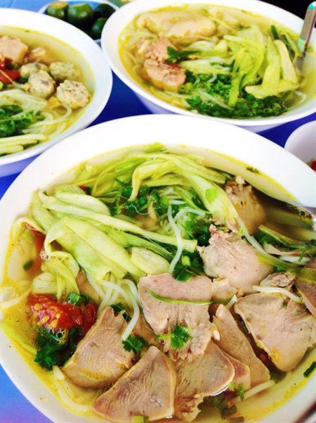 Rice noodle-taro soup, an unforgettable dish of Hanoi