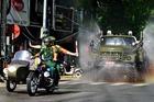Xe đặc chủng quân đội phun khử khuẩn trên đường phố Hải Phòng