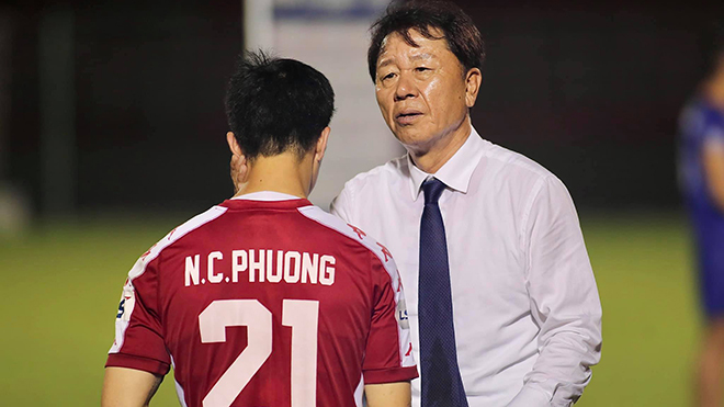 """CLB TPHCM """"ngẫu hứng"""": Lo cho thầy Chung và Công Phượng"""