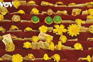 Latest drops see gold prices plunge to VND56 million per tael