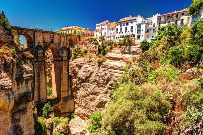 10 ngôi làng cheo leo vách núi đẹp nhất hành tinh
