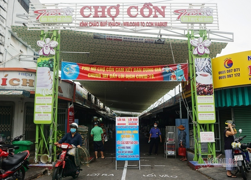 Ngày đầu đi chợ bằng thẻ ở Đà Nẵng, nhiều người phải xách giỏ quay về