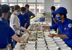VN soldiers and women to COVID-19 fight by preparing meals for those in quarantine