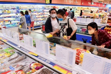 HCM City: supermarkets slash food prices amid Covid-19