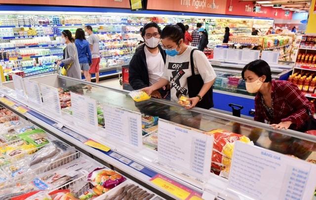HCM City: supermarkets slash food prices amid Covid-19