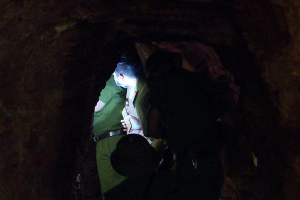 Bên trong căn hầm chứa hàng chục tấn vàng giả của 'nhà ngoại cảm'