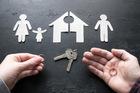 Chồng đồng ý ly hôn nhưng không chịu chia nhà