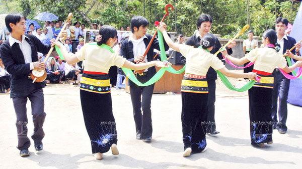 Consolidating solidarity through the circle of Xoe dance