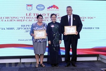 Russian officials in HCM City honoured with insignias
