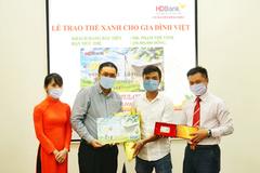 HDBank trao 'Thẻ Xanh cho gia đình Việt'