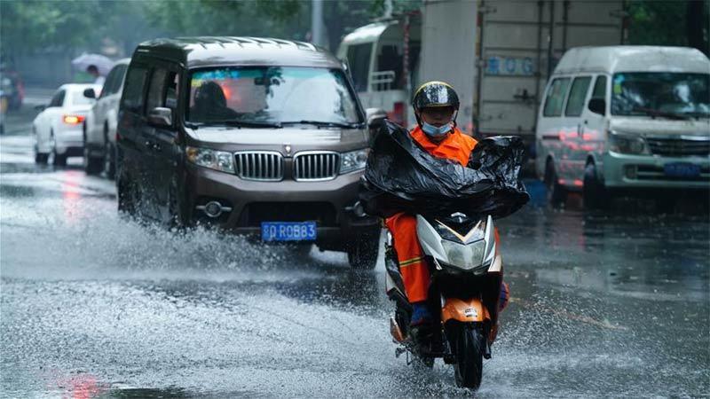 Nhiều nơi vẫn mưa xối xả, Trung Quốc lại cảnh báo lũ lụt