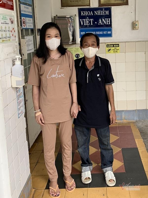 Cha xúc động khi con gái được độc giả VietNamNet ủng hộ hơn 208 triệu đồng