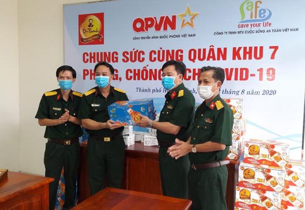 72.000 sản phẩm Trà Thanh Nhiệt Dr Thanh tiếp tục đến với đồng bào, chiến sĩ