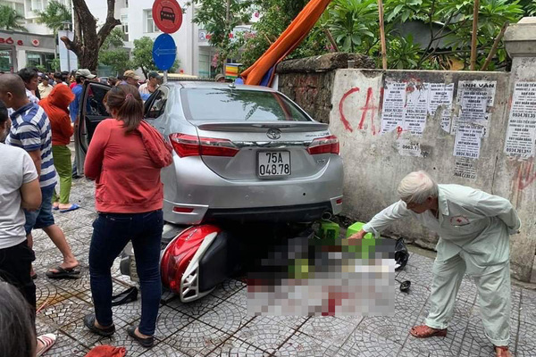 Thi thử câu hỏi điểm liệt sát hạch GPLX: Không quan sát được phía sau, lùi xe như thế nào?