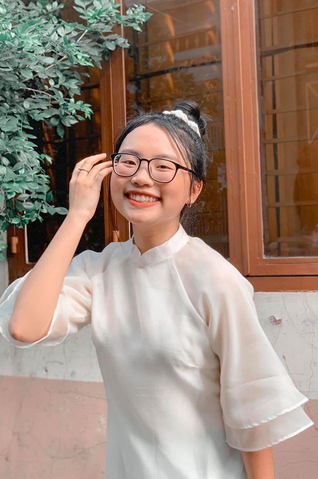 Diễm Quỳnh, Thảo Vân váy ngắn tươi tắn bên MC Anh Tuấn