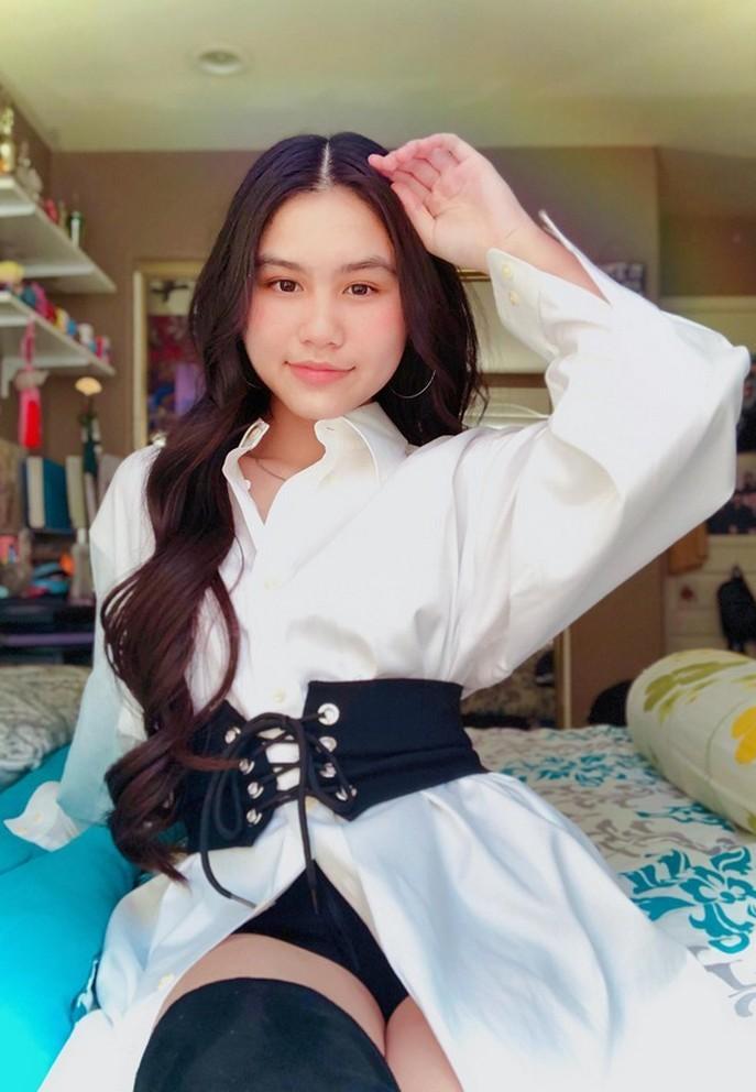 Con gái 16 tuổi xinh đẹp của 'sao cải lương' Ngọc Huyền