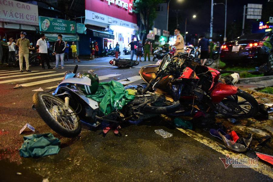 Nữ tài xế tông 8 xe máy ở Sài Gòn khai đạp nhầm chân ga