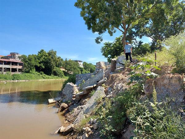 Emergency declared as landslides occur in Hanoi