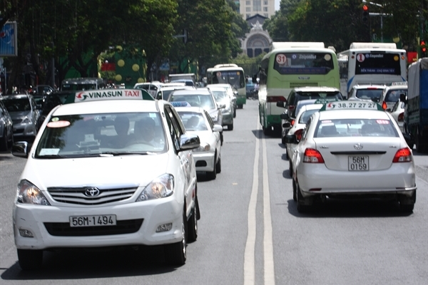 Traditional taxi firms lose ground as e-hailing taxi services boom
