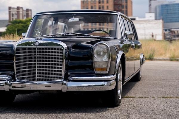 Mercedes-Benz 54 năm giá gần 300.000 USD