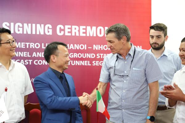 Bê-tông vỏ hầm đúc sẵn AMACCAO thi công đường sắt đô thị Nhổn - ga Hà Nội