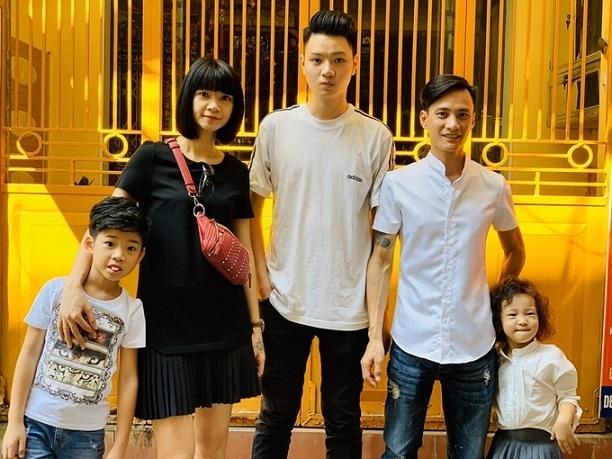 Con trai 18 tuổi cao 1m90 của 'bà trùm chân dài' Hạ Vy