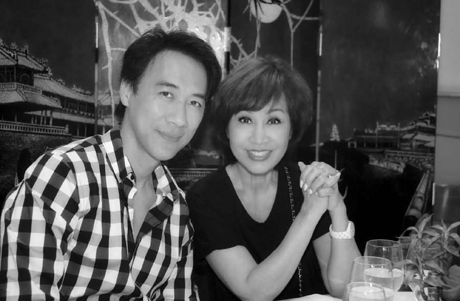 U70, ca sĩ Khánh Hà hạnh phúc với chồng kém 13 tuổi