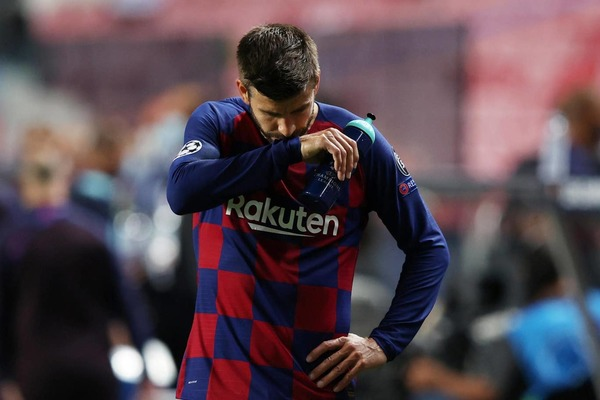 """Pique bức xúc: """"Barca cần thực hiện cuộc đại phẫu"""""""