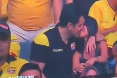 Cặp đôi tái mặt khi màn ngoại tình được phát trực tiếp trên truyền hình