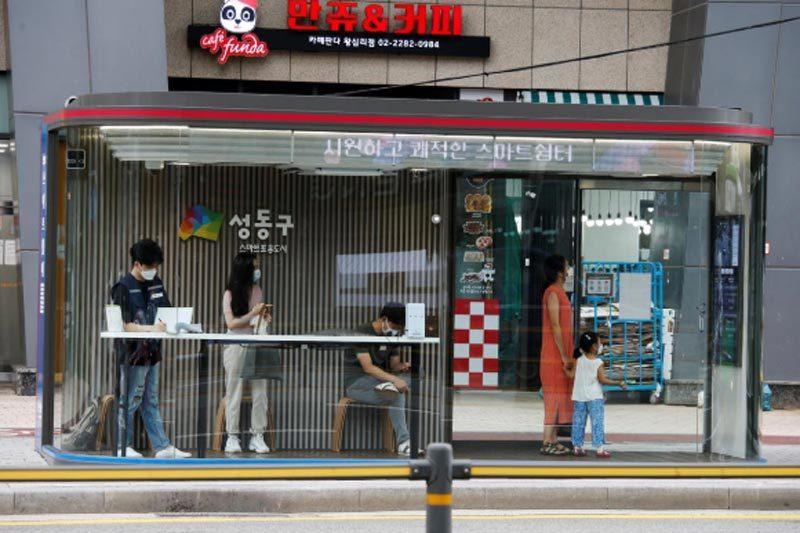 Số ca Covid-19 tăng vọt, Seoul siết chặt giãn cách xã hội