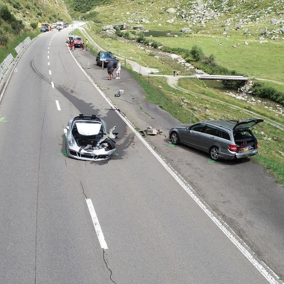 Vụ tai nạn 'đắt đỏ': Siêu xe triệu đô bị vỡ nát